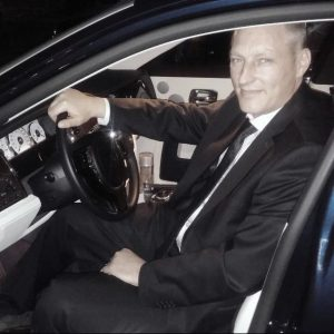 нанять водителя, подобрать водителя, персональный водитель, водитель охранник,